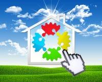 Icono de la casa con el engranaje de rompecabezas Foto de archivo libre de regalías