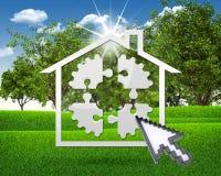 Icono de la casa con el engranaje de rompecabezas Imagenes de archivo