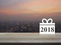 Icono 2018 de la Feliz Año Nuevo de la caja de regalo Imagenes de archivo