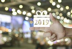 Icono 2019 de la Feliz Año Nuevo de la caja de regalo foto de archivo