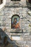 Icono de la Virgen en el monasterio de Troyan del campanario en Bulgaria Fotografía de archivo libre de regalías