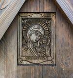 Icono de Wodden en cruz de la adoración en el soporte Levitan Imagenes de archivo