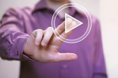 Icono del botón del web del juego de la prensa de la mano del hombre de negocios Foto de archivo libre de regalías