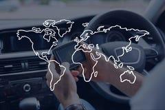 Icono del mapa del mundo contra persona en el coche Fotografía de archivo libre de regalías