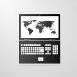 Icono del ordenador portátil con vector del gris del mapa del mundo Fotos de archivo libres de regalías