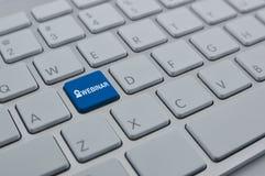 Icono en el botón moderno del teclado de ordenador, seminario de Webinar en línea Foto de archivo libre de regalías