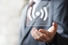 Icono en línea de la señal de la conexión de Wifi del botón del negocio Imágenes de archivo libres de regalías