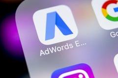 Icono expreso del uso de Google AdWords en el primer de la pantalla del iPhone X de Apple Las palabras del anuncio de Google expr Fotos de archivo