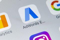 Icono expreso del uso de Google AdWords en el primer de la pantalla del iPhone X de Apple Las palabras del anuncio de Google expr Imagen de archivo