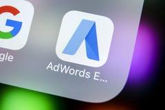 Icono expreso del uso de Google AdWords en el primer de la pantalla del iPhone X de Apple Las palabras del anuncio de Google expr Foto de archivo libre de regalías
