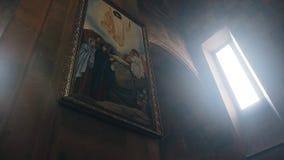 Icono hermoso en Christian Church armenio Luz hermosa metrajes