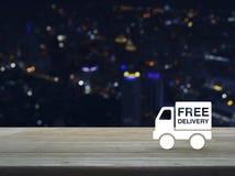 Icono libre del camión de reparto en la tabla de madera imagen de archivo