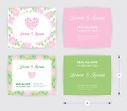 Icono rosado del corazón de la plantilla de la invitación de boda, etiqueta blanca del nombre en fondo del verde del modelo de la Foto de archivo libre de regalías