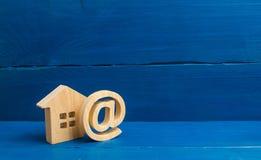 Icono y casa del correo electrónico Contactos del email, Home Page, dirección de comienzo de la pista en disco comunicación sobre fotografía de archivo