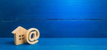 Icono y casa del correo electr?nico Contactos para fechar Contactos del email, Home Page, direcci?n de comienzo de la pista en di foto de archivo