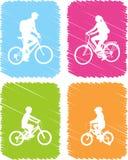 Iconos coloridos de los ciclistas fijados ilustración del vector