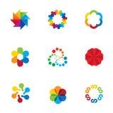 Iconos coloridos del logotipo del app de la sociedad de la comunidad del enlace social abstracto de la compañía Fotos de archivo