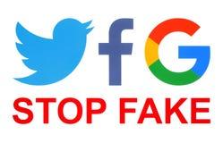 Iconos de Facebook, de Twitter y de Google con palabras falsas de la parada stock de ilustración