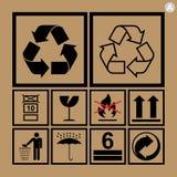Iconos de la manipulación de carga usados al lado de las cajas y del empaquetado Fotos de archivo libres de regalías