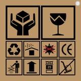 Iconos de la manipulación de carga usados al lado de las cajas y del empaquetado Foto de archivo libre de regalías
