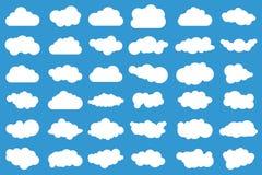 Iconos de la nube en fondo azul 36 diversas nubes Cloudscape Nubes ilustración del vector