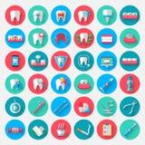 Iconos de la odontología en un estilo plano del diseño Vector los elementos de los símbolos del ejemplo en el tema de la estomato Imágenes de archivo libres de regalías