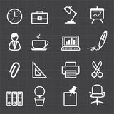 Iconos de la oficina y fondo negro Imagen de archivo