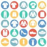 Iconos de la ropa fijados en el fondo blanco de los círculos de color para el gráfico y el diseño web Muestra simple del vector C libre illustration