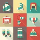 Iconos de la ropa y de la ropa de deportes del invierno en diseño plano Fotografía de archivo libre de regalías