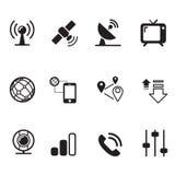 Iconos de la silueta de la tecnología de comunicación por satélite fijados Foto de archivo libre de regalías