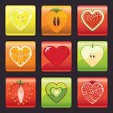 Iconos de las frutas y de las bayas fijados. Forma del corazón Imagenes de archivo