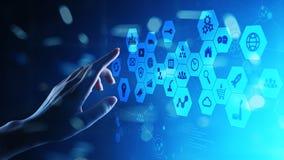 Iconos de las técnicas mixtas, de la inteligencia empresarial en la pantalla virtual, análisis y tablero de instrumentos de proce imagen de archivo libre de regalías