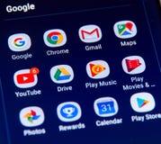 Iconos de los apps de Google en la pantalla de Samsung S8 Fotografía de archivo