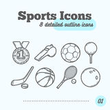 Iconos de los deportes fijados (medalla, silbido, fútbol, golf, hockey, baloncesto, tenis, rodando) línea fina de moda diseño Imagen de archivo