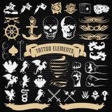 Iconos decorativos de los elementos del tatuaje fijados libre illustration