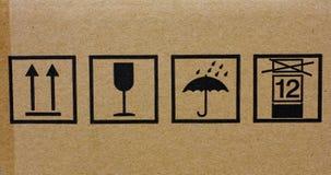 Iconos del envío en la caja de cartón Fotos de archivo