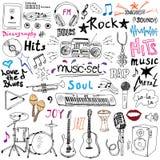 Iconos del garabato de los artículos de la música fijados Dé el bosquejo exhausto con las notas, los instrumentos, el micrófono,  Imagen de archivo