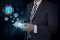Iconos del pdf de la pantalla táctil de la mano del hombre de negocios en una tableta Fotos de archivo