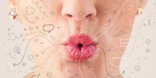 Iconos dibujados mano que soplan y símbolos de la boca bonita de la mujer fotos de archivo