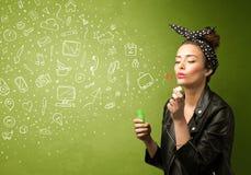 Iconos dibujados mano que soplan y símbolos de la muchacha linda medios Fotografía de archivo libre de regalías