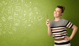 Iconos dibujados mano que soplan y símbolos de la muchacha linda medios Imagen de archivo libre de regalías
