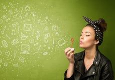 Iconos dibujados mano que soplan y símbolos de la muchacha linda medios Foto de archivo libre de regalías