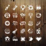 Iconos fijados de símbolos del coche en la textura de madera Fotografía de archivo
