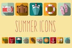 Iconos planos con la sombra larga, elementos de las vacaciones de verano del diseño Fotos de archivo