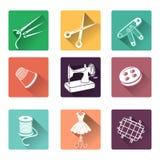 Iconos planos con los elementos de costura Imágenes de archivo libres de regalías