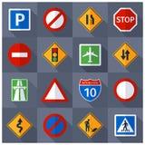 Iconos planos de las muestras del tráfico por carretera fijados Foto de archivo