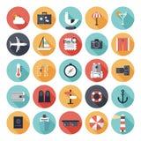 Iconos planos del viaje y de las vacaciones fijados