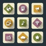 Iconos planos para el web y el móvil, blancos sobre base coloreada con la sombra larga Imagen de archivo