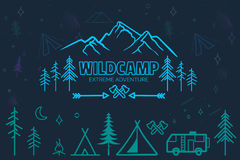 Iconos que acampan dibujados mano del bosquejo fijados ilustración del vector
