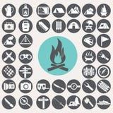 Iconos que acampan fijados libre illustration